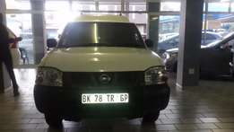 2011 NP 300 Nissan 2.0 for sell 110000r
