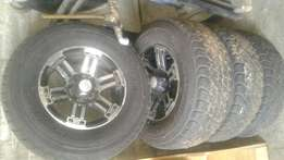 4 Mag's & tyres for sale (265/70/R16) Dunlop AT