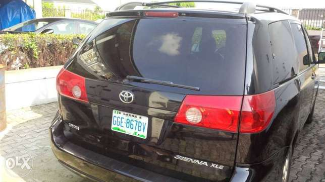 Very clean and sharp 2008 sienna for sale Port Harcourt - image 3