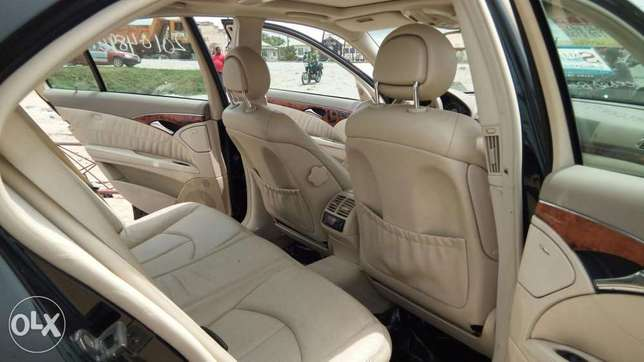 Clean Foreign Used 2004 Merc-Benz E500 4Matic With Leather Navigation Lekki - image 4