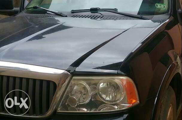 Clean Lincoln Navigator 2003 black Lagos Mainland - image 3