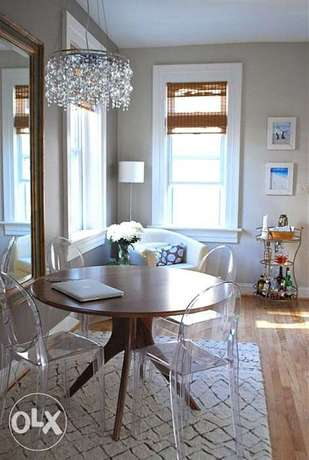Modern Dining Table with Acrylic Chairs الخبر -  1