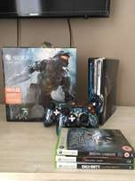 Limited Edition Xbox360 slim console with 2limited edition controllers