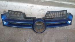 Golf 5 font bumper down center grill, price R150. Call Patrick
