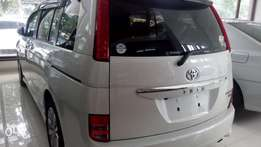 Peal white ISIS platana fully loaded (buy now drive)
