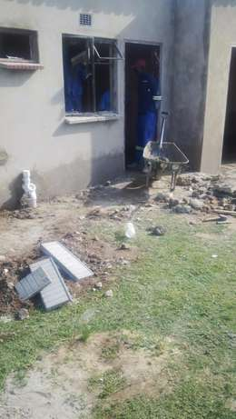 2 roomed accommodation bachelor in house Germiston - image 3