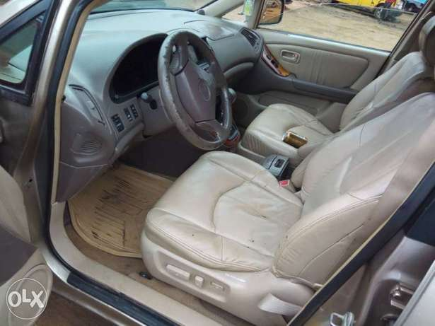 Neatly Used Lexus RX300 Lagos Mainland - image 5