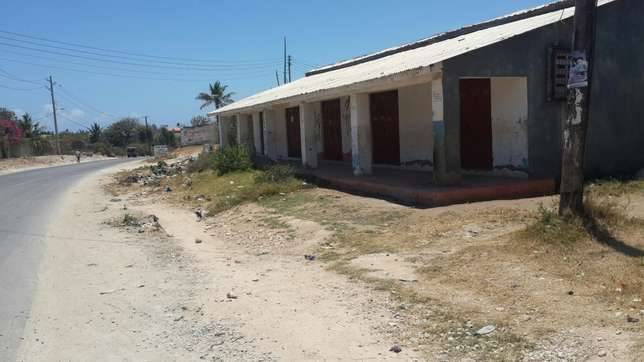 Residential cum commercial: 2x 2bedrooms; 1× bedroom; 5 shops self con Likoni - image 7
