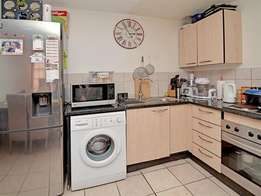 spacious one bedroom apartment available at Braamfontein