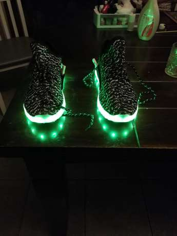Led shoes for sale. Size 10. Thornton - image 4