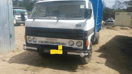 Powerful Mazda T3500 lorry clean