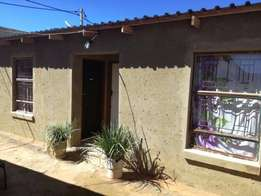 2 Bedroom house to rent in zola 3