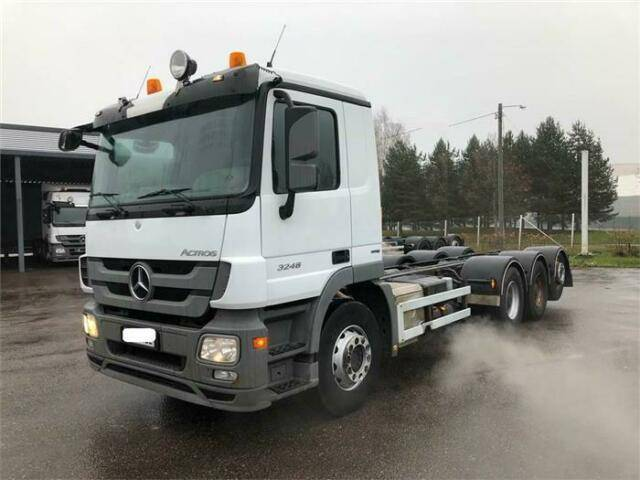 Mercedes-Benz ACTROS 3248 SOON EXPECTED 8X4 CHASSIS HUB RE - 2011