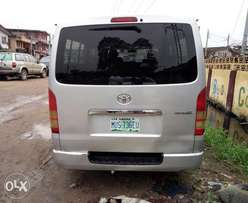 Clean Toyota Hiace Hummer Bus 2006