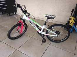 Girls Titan Calypso bicycle