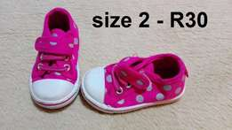 Baby girls shoes (Sizes 0-2)