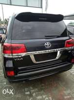 Bought brand New barely Used Nigerian 2015 Land Cruiser..