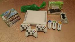 XBOX 360 + 11 Games + 3 Controllers + Extras