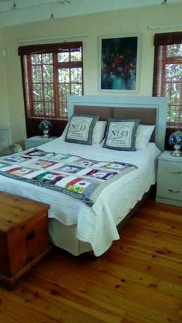 Seaside holiday home available from 31 Dec to 5 Jan at R1800 per day Cove Rock - image 4