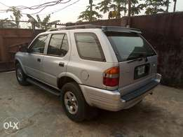 A first body and neatly 2000 Isuzu rodeo, ac, cd, v6, fabrics,