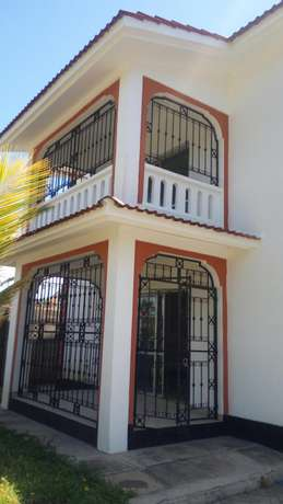 Spacious 3 bedroom to rent Nyali Bamburi - image 1