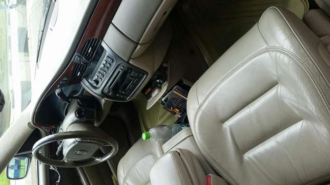Very clean 2004 cadillac deville Calabar - image 2
