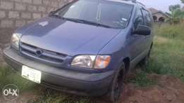 Toyota sienna very clean in nd out buy nd use nothing to fix
