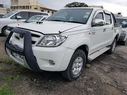 Toyota hilux very clean on sale.