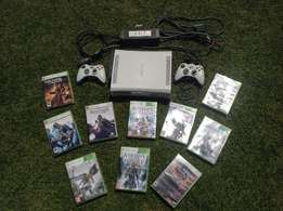 XBOX 360 Console + 2 Controllers + 10 games + recharge kit - cash only