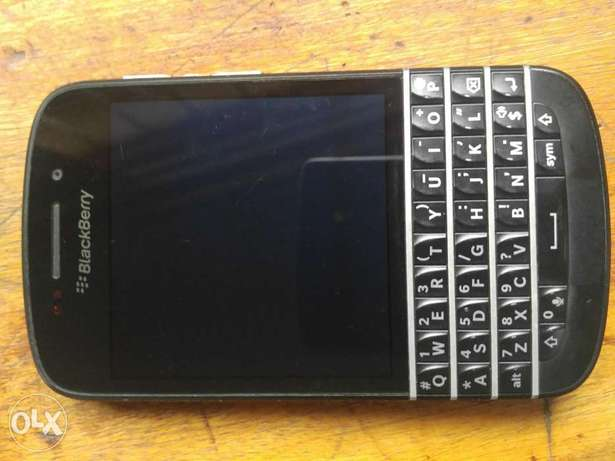 Clean BlackBerry Q10 working perfect  - image 6