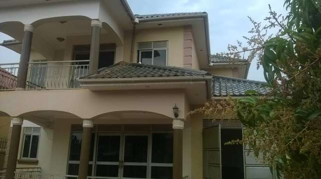 House for sale located in ntinta Kampala - image 1