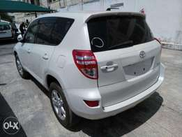 4wd Rav4 2010 model color white Kcn