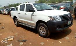 A sparkling clean 2010 Toyota Hilux