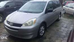 Extremely clean 2004 Toyota sienna