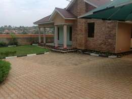 3 bedroom kitende beatuful title fence house exotic
