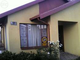 3bedrooms,2bath house for sale at Tlhabane West.
