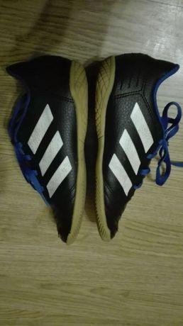 Buty sportowe ADIDAS do gry w futsal, halówki rozmiar 32