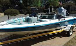 Carrera Boat 115 Mariner Engine - Very Good condition