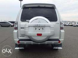 Fully Loaded White Pajero