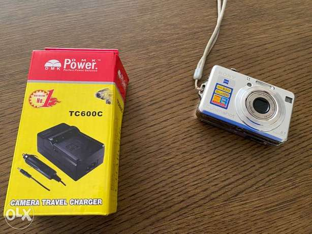 Sony Digital Camera with Free Cary Case and charger