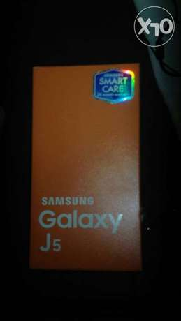 Samsung j5. Two weeks old. Very very new from the box. Quick sale. Nairobi CBD - image 6