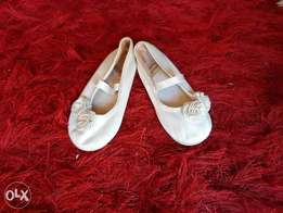 H&M white shoes size 24 جزمه بناتي مقاس ٢٤