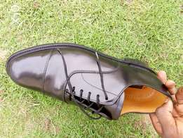 Black leather Oxford men shoe