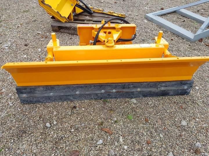 Boxer sneeuschuif snow plough