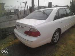 newly imported 2003,toyota avalon,leathr seat,white color,clean