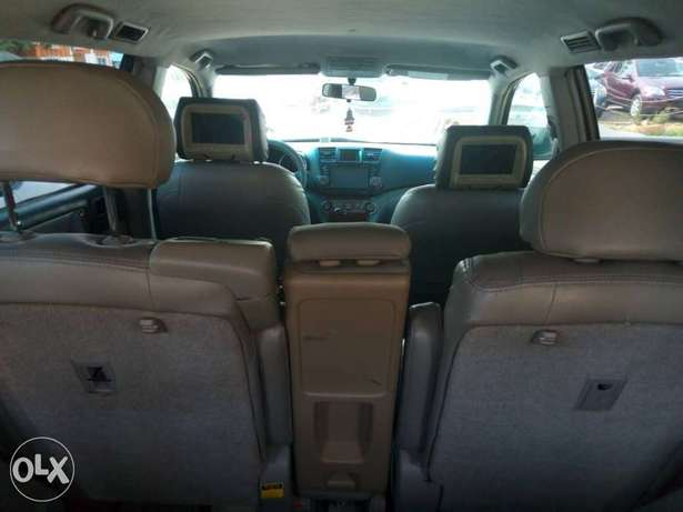 Super Clean Toyota Highlander For Sale Garki 1 - image 7