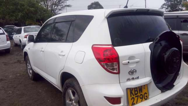 Toy Rav 4 2006 model 2400cc Nairobi CBD - image 5