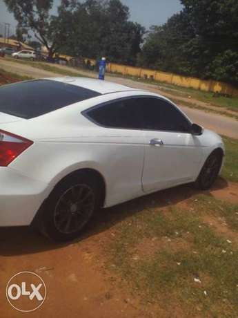 Smooth Honda 2008 coupe with perfection Abuja - image 2