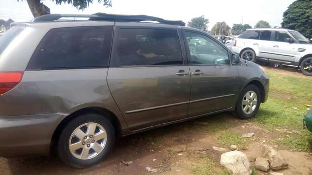 Toyota Sienna (2005) Wuse - image 4