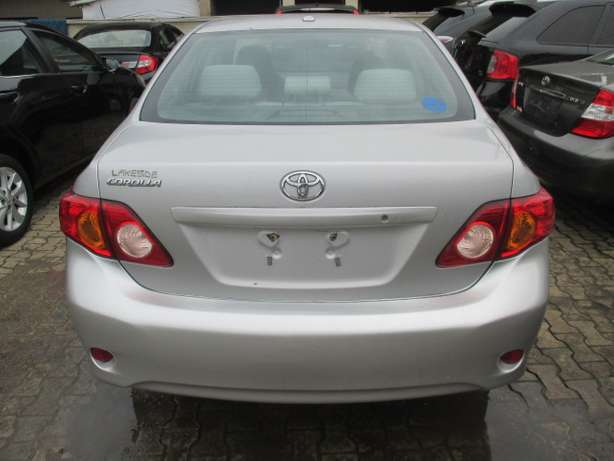 Very Clean Toyota Corolla 010, Silver, Tokunbo Lagos Mainland - image 6